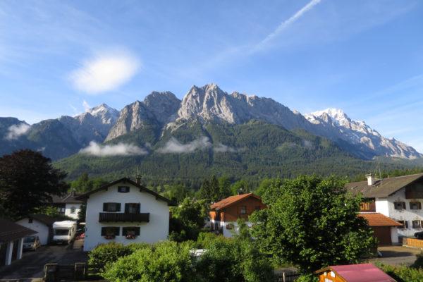 Ausblick auf das Wettersteingebirge von Grainau aus